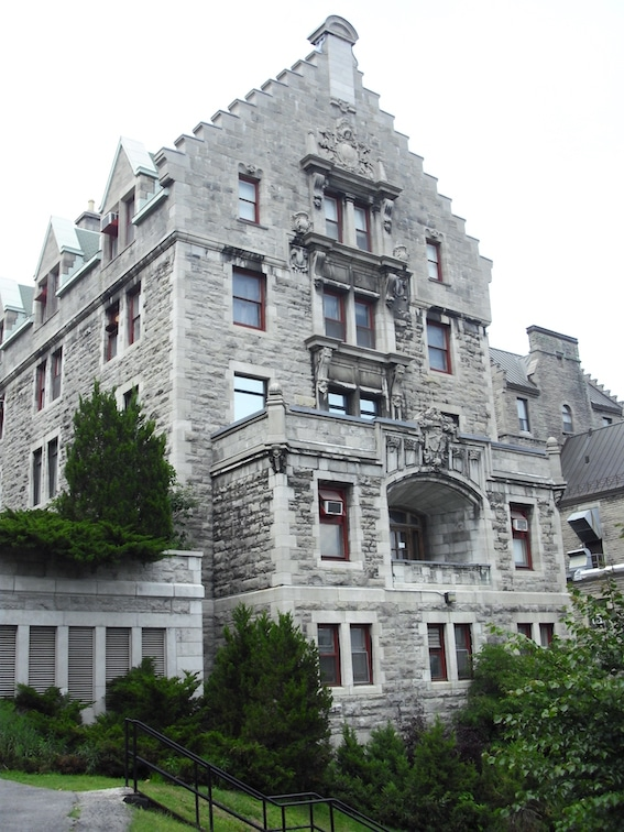 Le Royal Victoria, fondé en 1893, est un ensemble patrimonial hospitalier montréalais Photo : Héritage Montréal