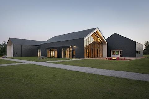 Pavillon d'accueil de la base de plein air de Sainte-Foy, Québec, Patriarche. Photo : Stéphane Groleau