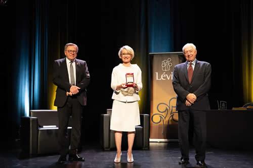 De gauche à droite : Gilles Lehouillier, maire de Lévis, Anne Carrier, architecte et J. Michel Doyon, lieutenant-gouverneur du Québec.